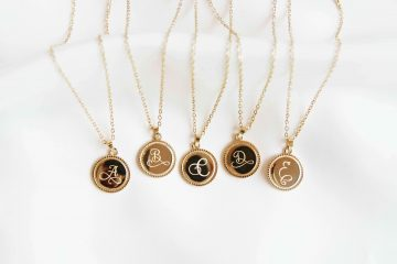 de Vintage Initial Necklace