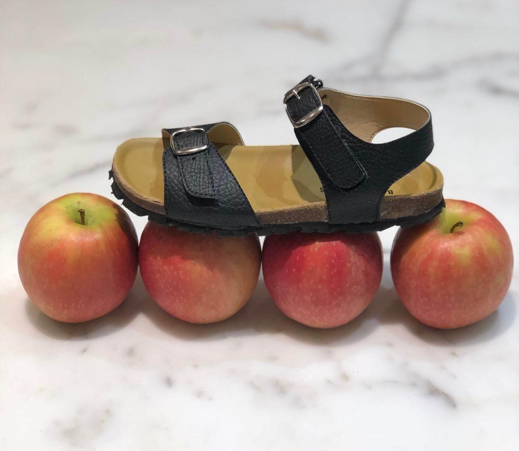 Duurzame zomer sandaaltjes van appelleer, kurk en oude autoband