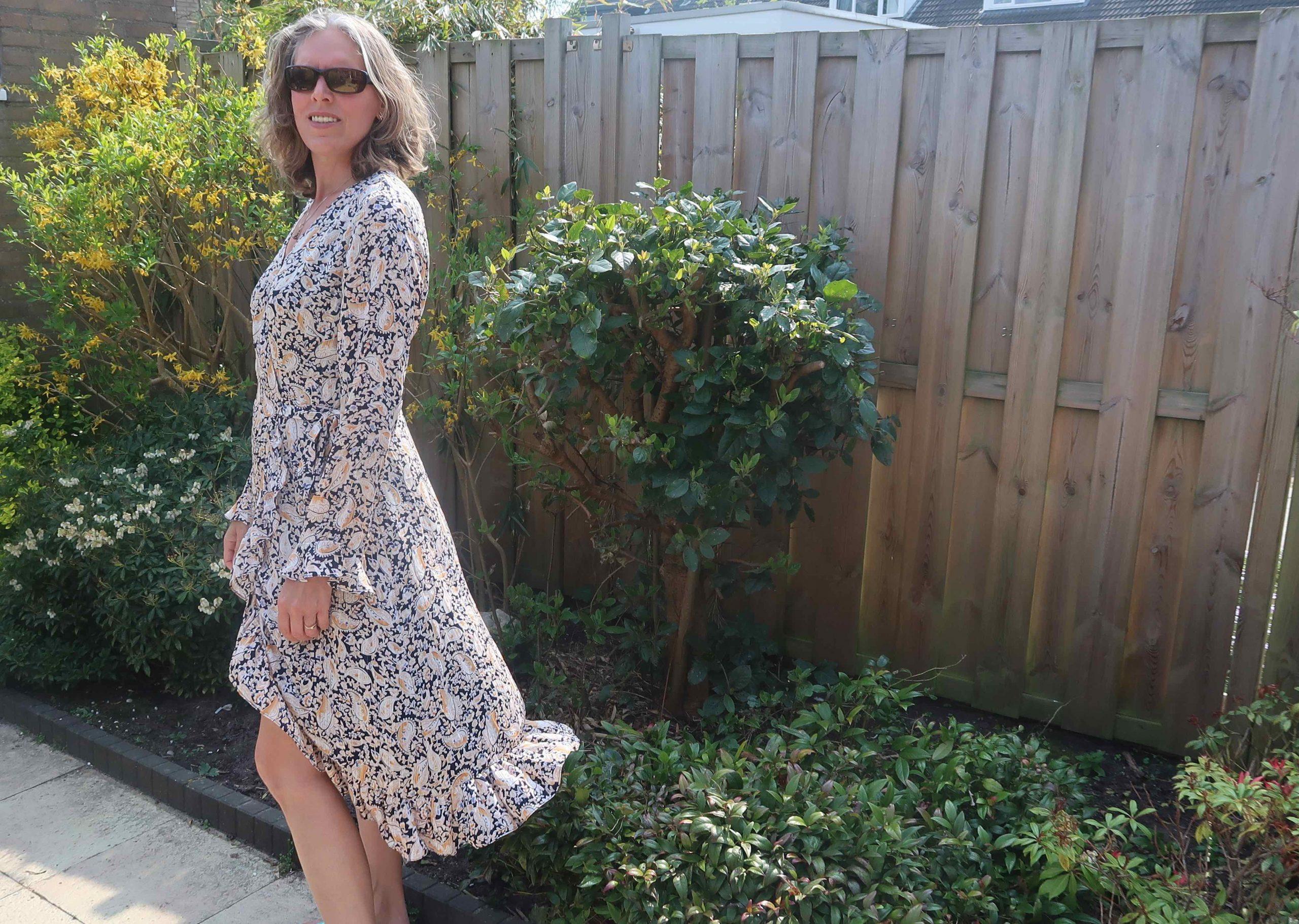 De leukste jurken en shirts koop je nu online