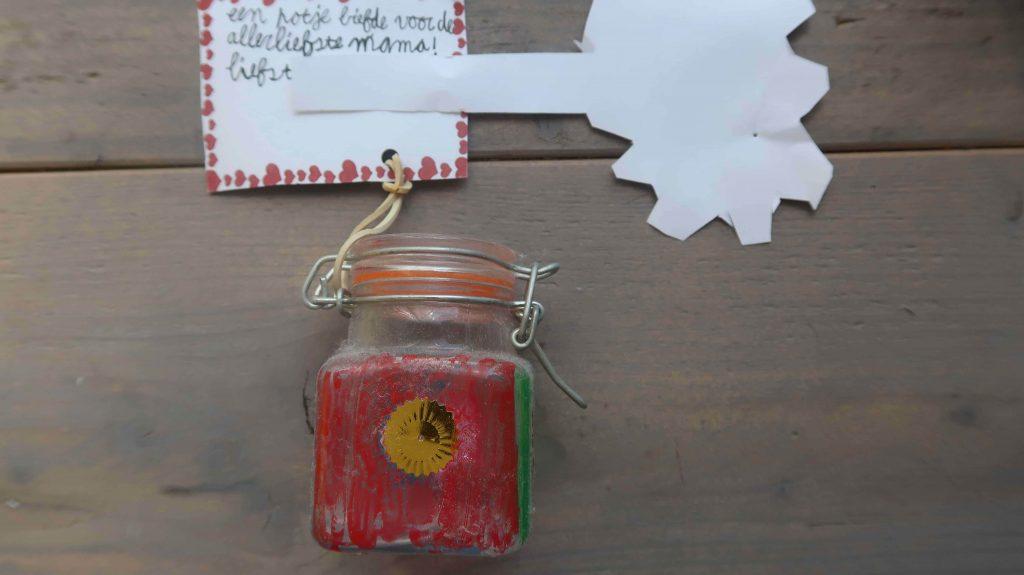 Moederdag cadeaus - kopen of knutselen voor mama en oma