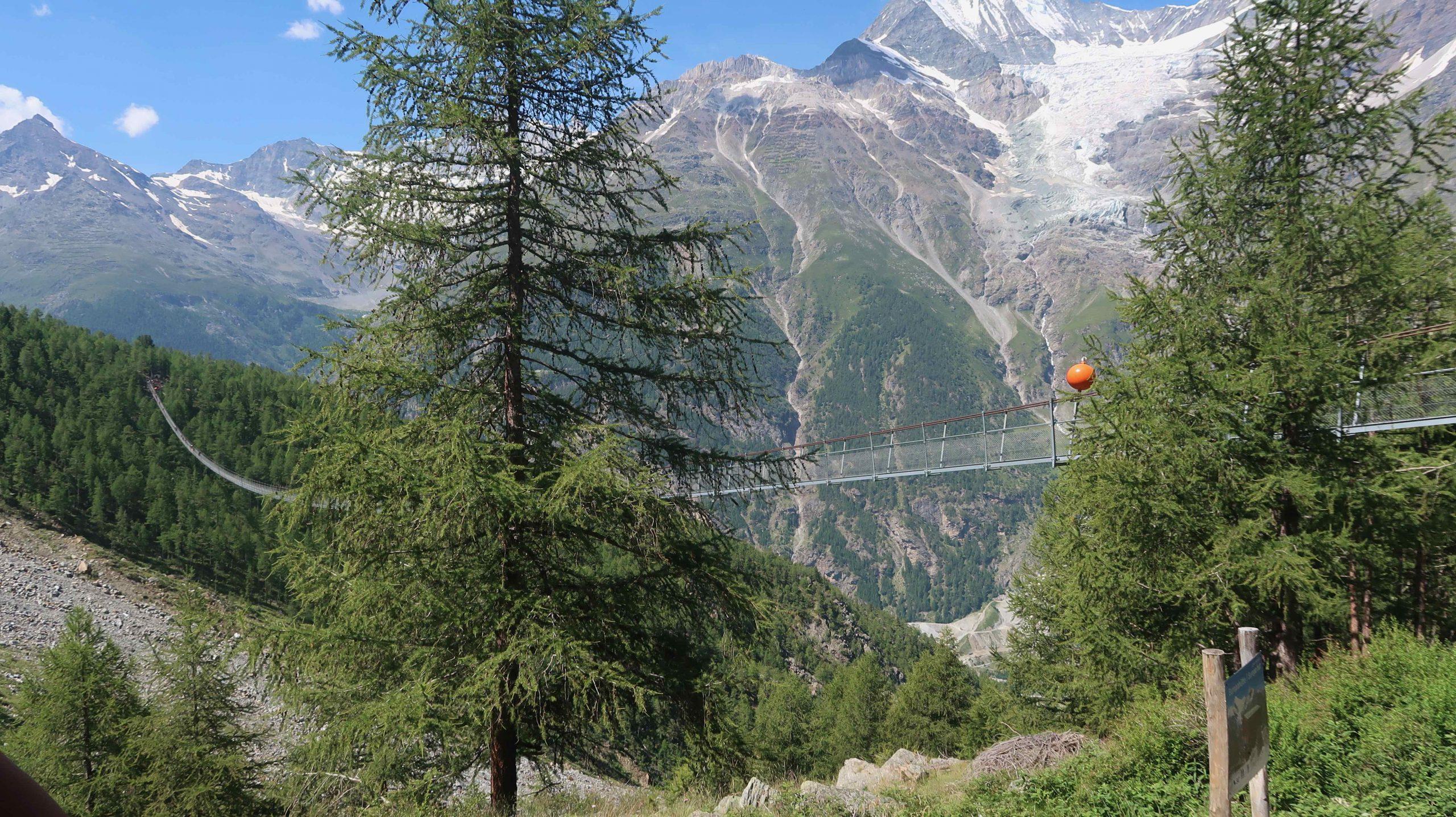 Zwitserland: Wandelen naar de langste hangbrug ter wereld