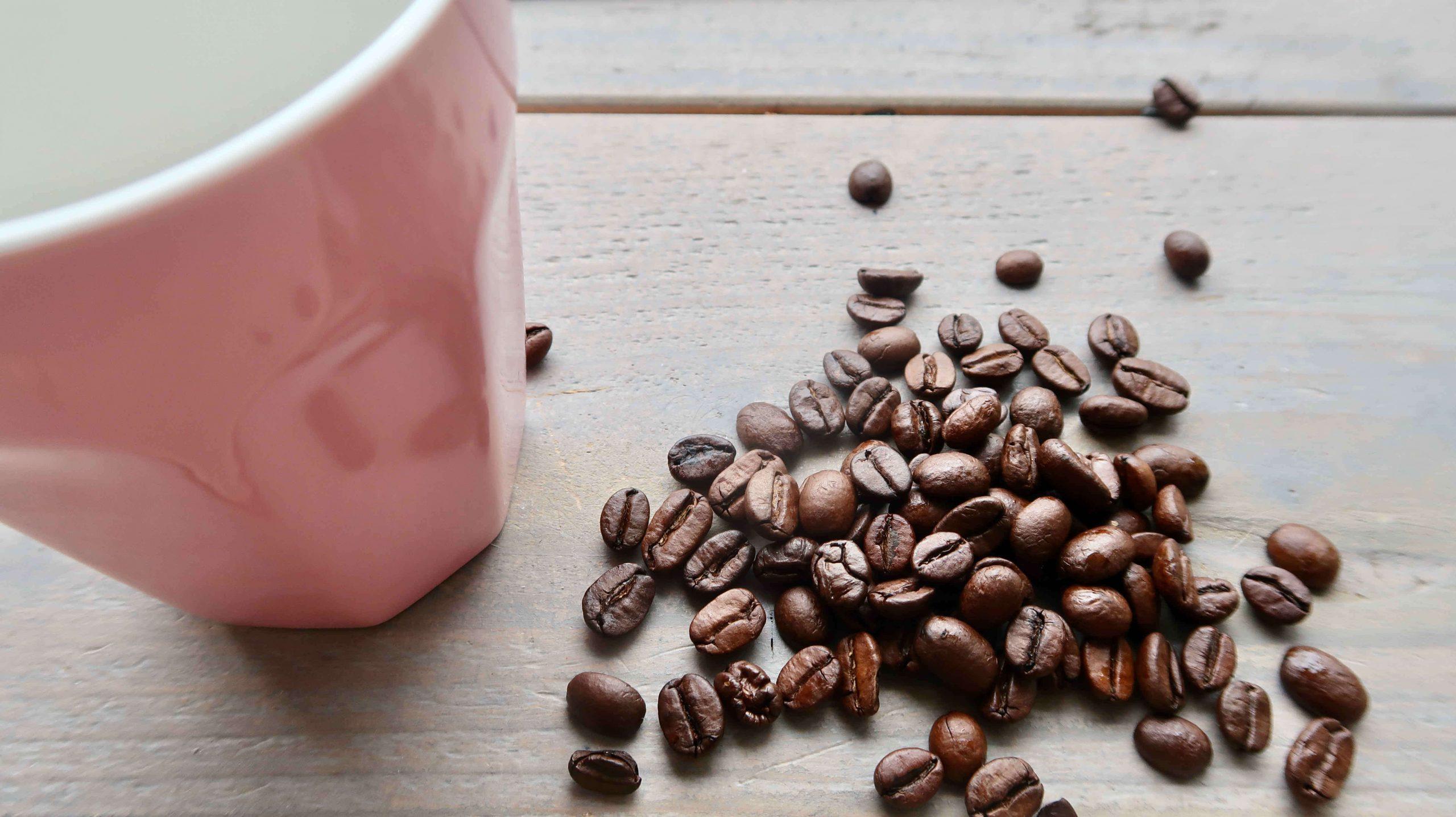 Hoe komt koffie aan zijn smaak, geur en kleur?
