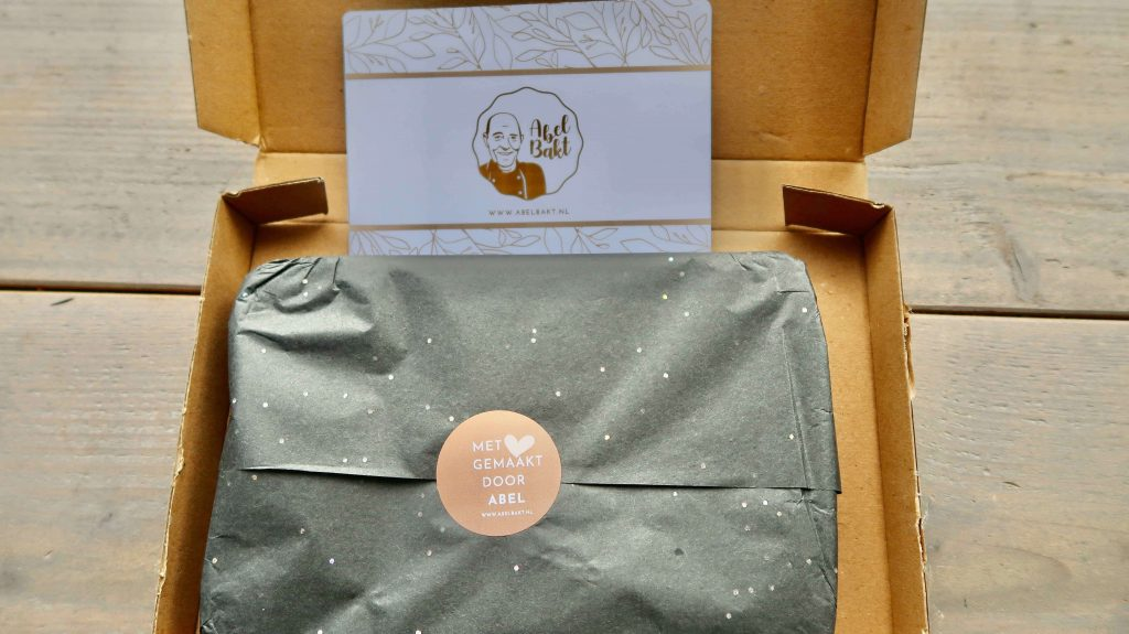 Cadeau per post: brievenbus boterkoek van Abel Bakt