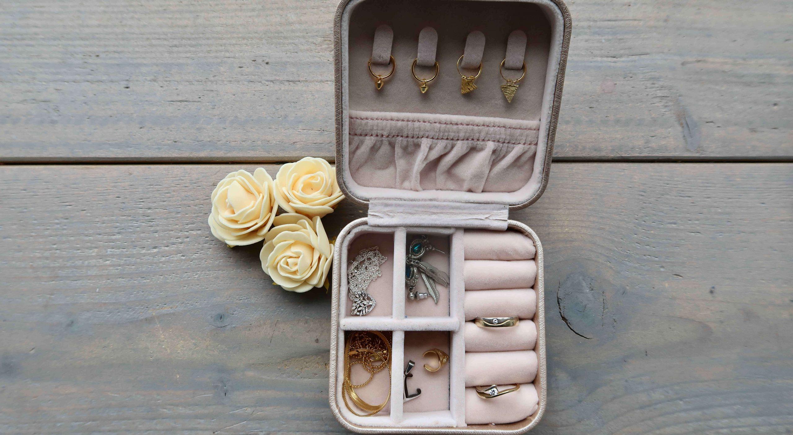 Overzicht in je sieraden collectie met een sieradendoos